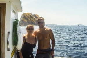 Jan with Beni, the dive instructor at Rocket Frog divers